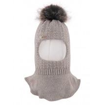 Шапка-шлем для девочек бежевого цвета с жемчугом КАССАНДРА
